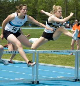OTTAWA, ON. May 30, 2008 - Hannah Bagnall of Kingston Collegiate and Vocational Institute races to the finish line durin